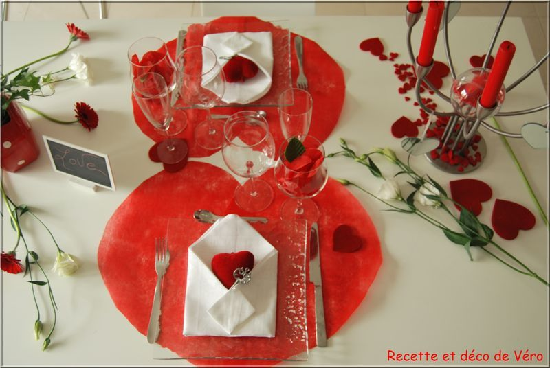 D coration de table pour la saint valentin cahier d 39 id es for Decoration porte st valentin
