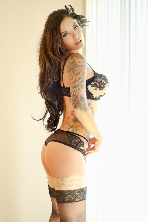 Femme - Brune - Sexy - Lingerie - Tatouages - Picture - Free