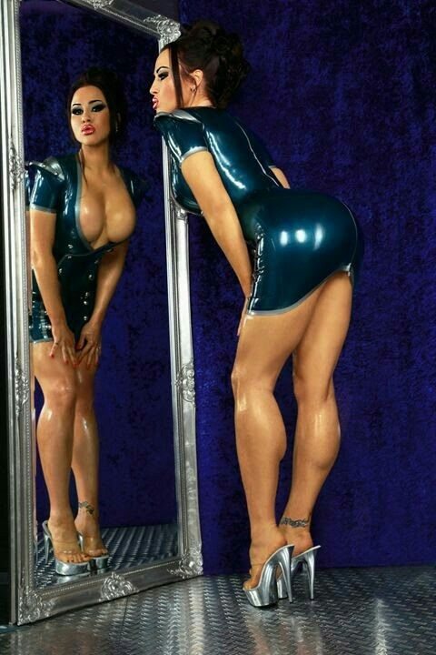 Femme - Brune - Sexy - Latex - Picture - Free