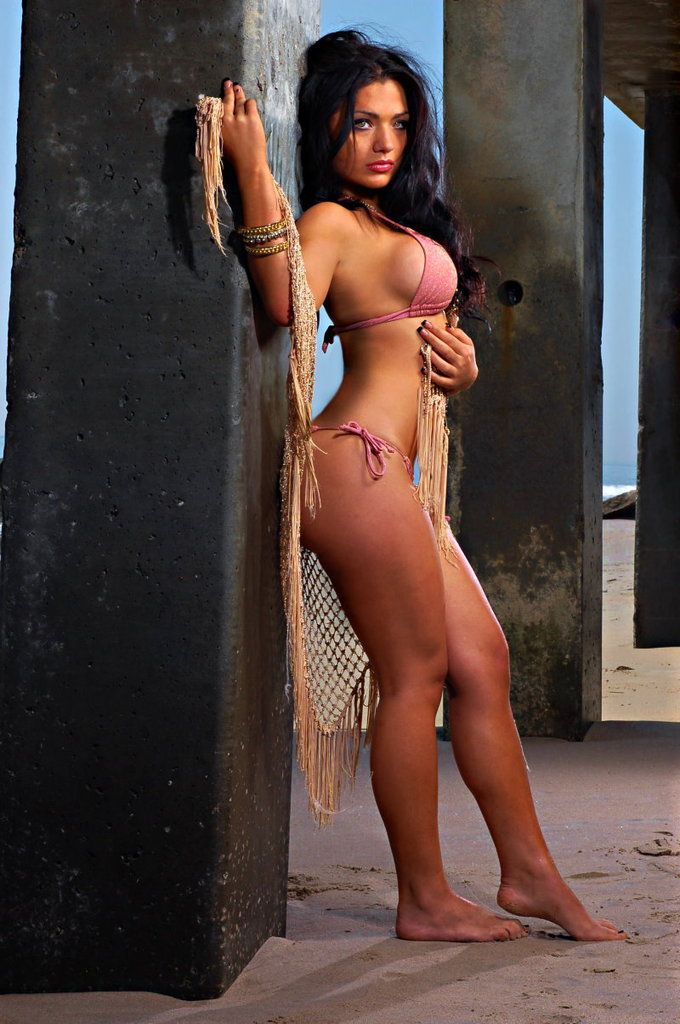 Femme - Brune - Sexy - Lingerie - Picture - Free