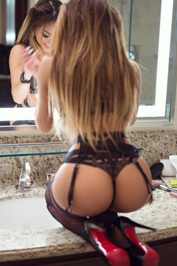 Femme - Blonde - Sexy - Lingerie - Picture - Free
