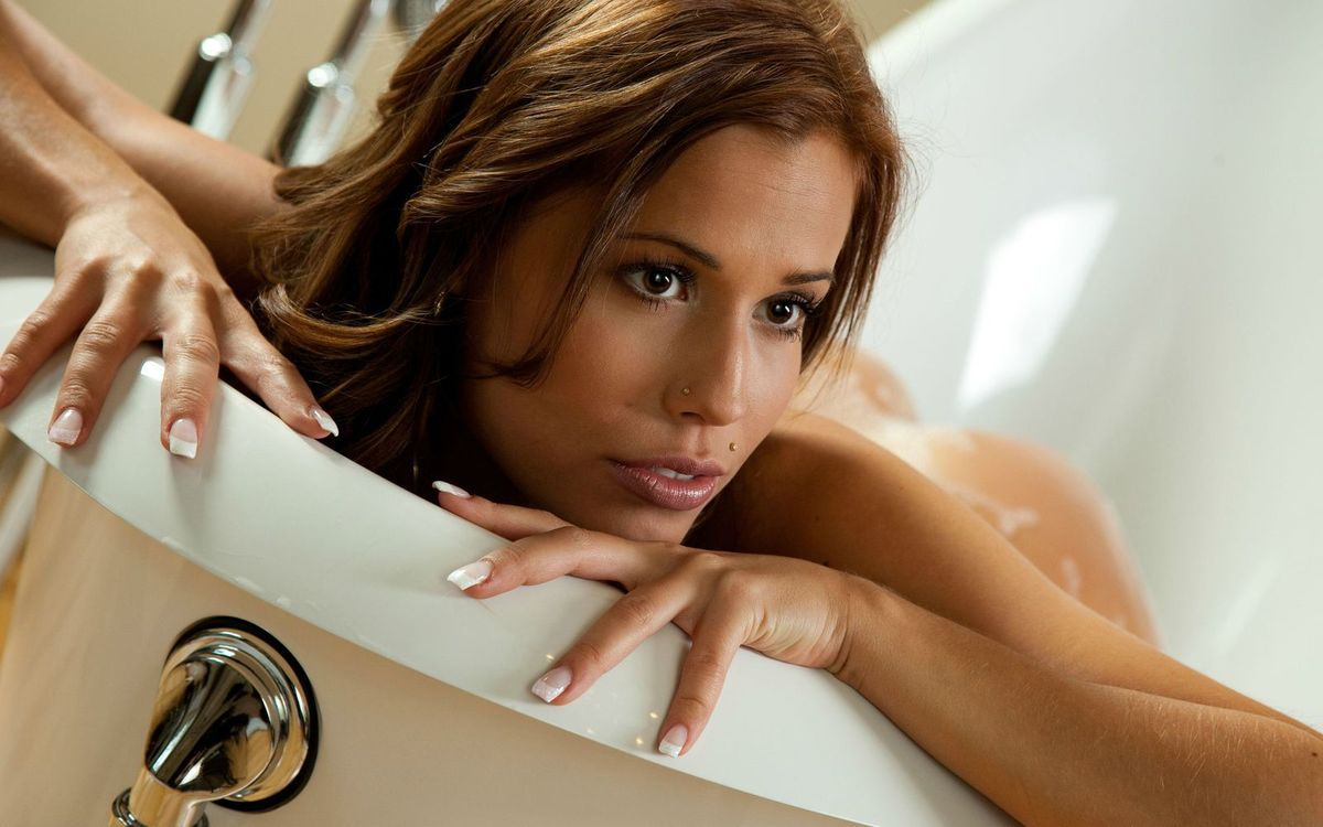 Femme - Brune - Sexy - Bain - Picture - Free