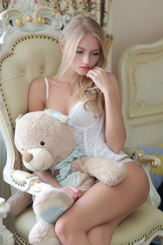 Femme - Blonde - Sexy - Lingerie - Ourson - Picture - Free