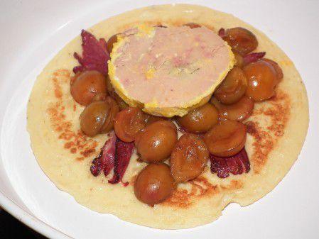 Blinis au foie gras sur lit de mirabelles