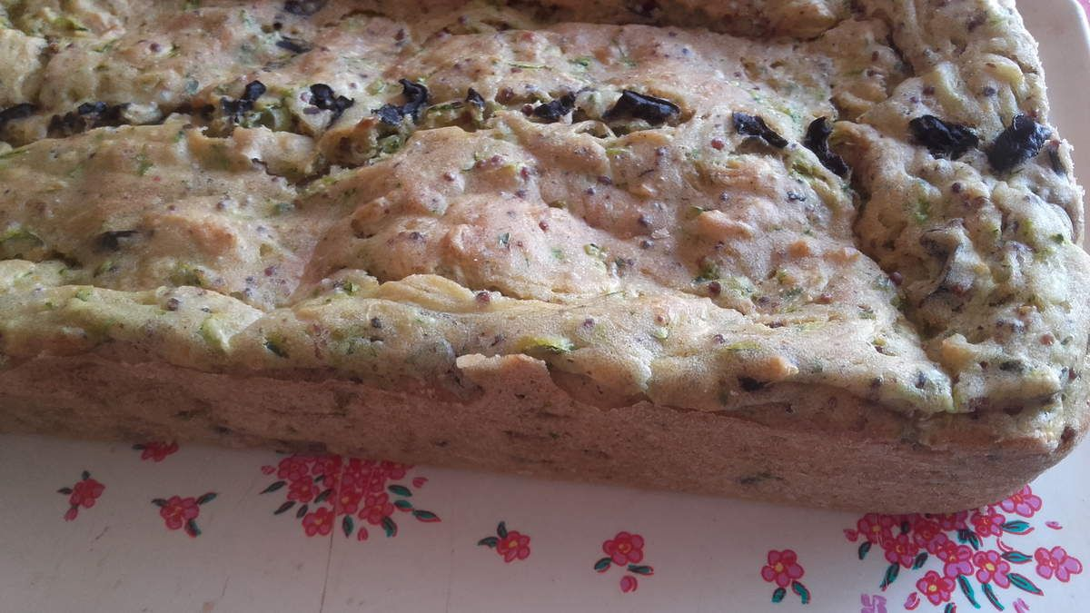 Cake courgettes &amp&#x3B; olives noires