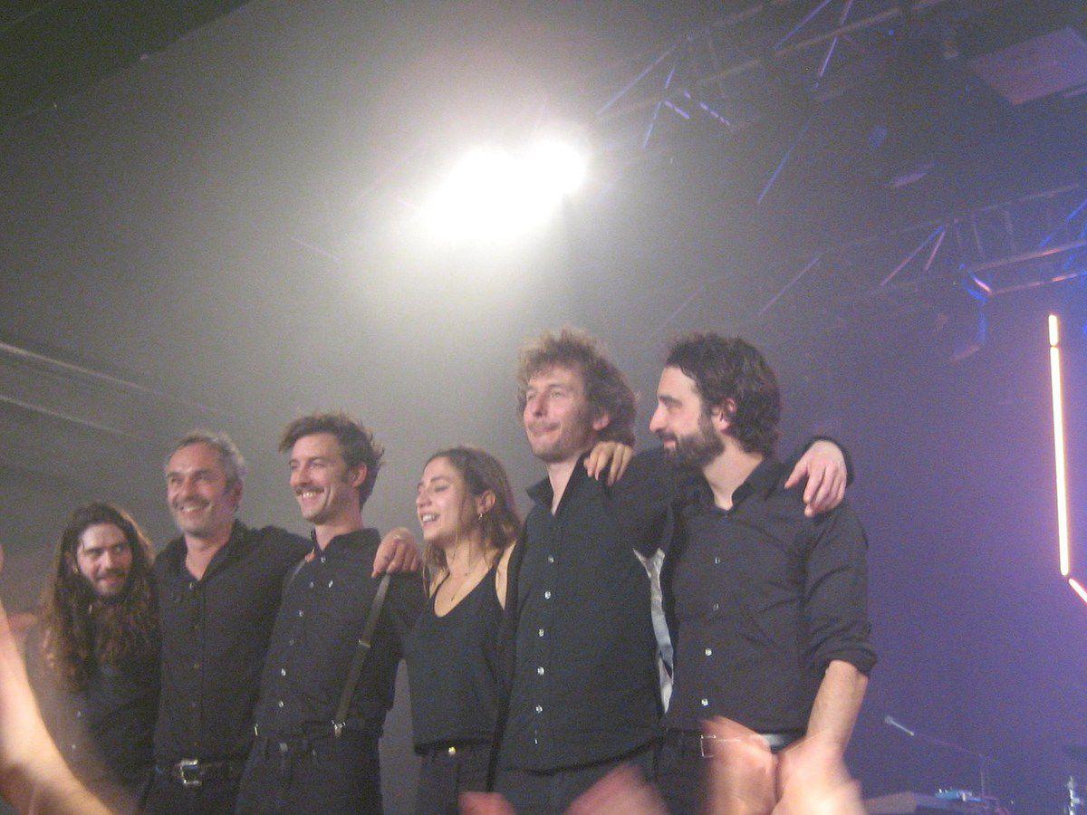 Izïa et son groupe à l'Espace Julien de Marseille