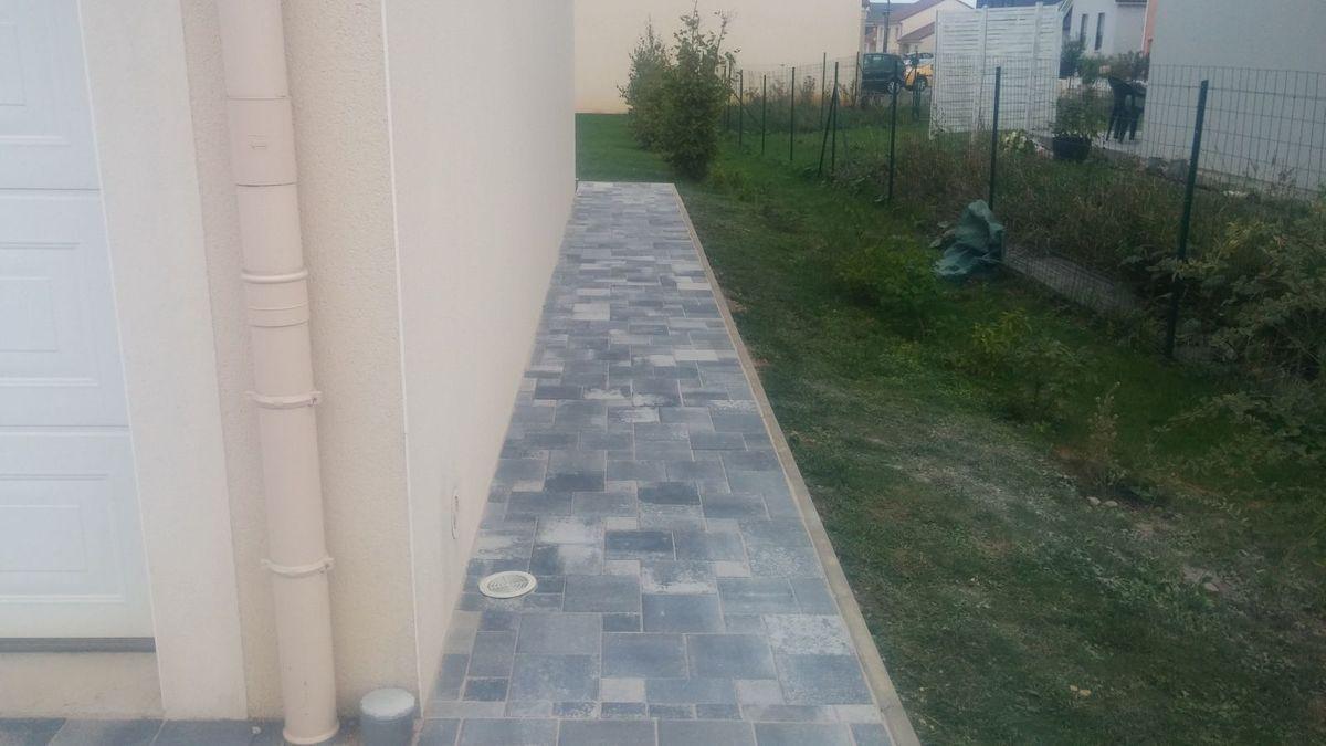 Indice : les pavés carrés qu'onauraitpasduutilisermaisquonaprisquandmême sont sur cette photo