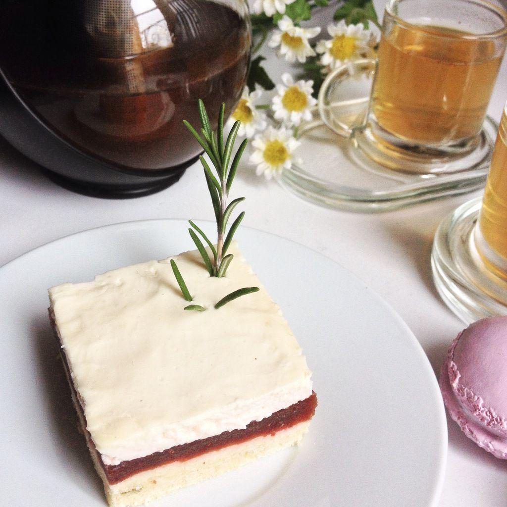 Foodista Challenge - Autour d'un Tea Time : Entremet pâte sablée romarin - pulpe de prunes - crémeux fleur d'oranger