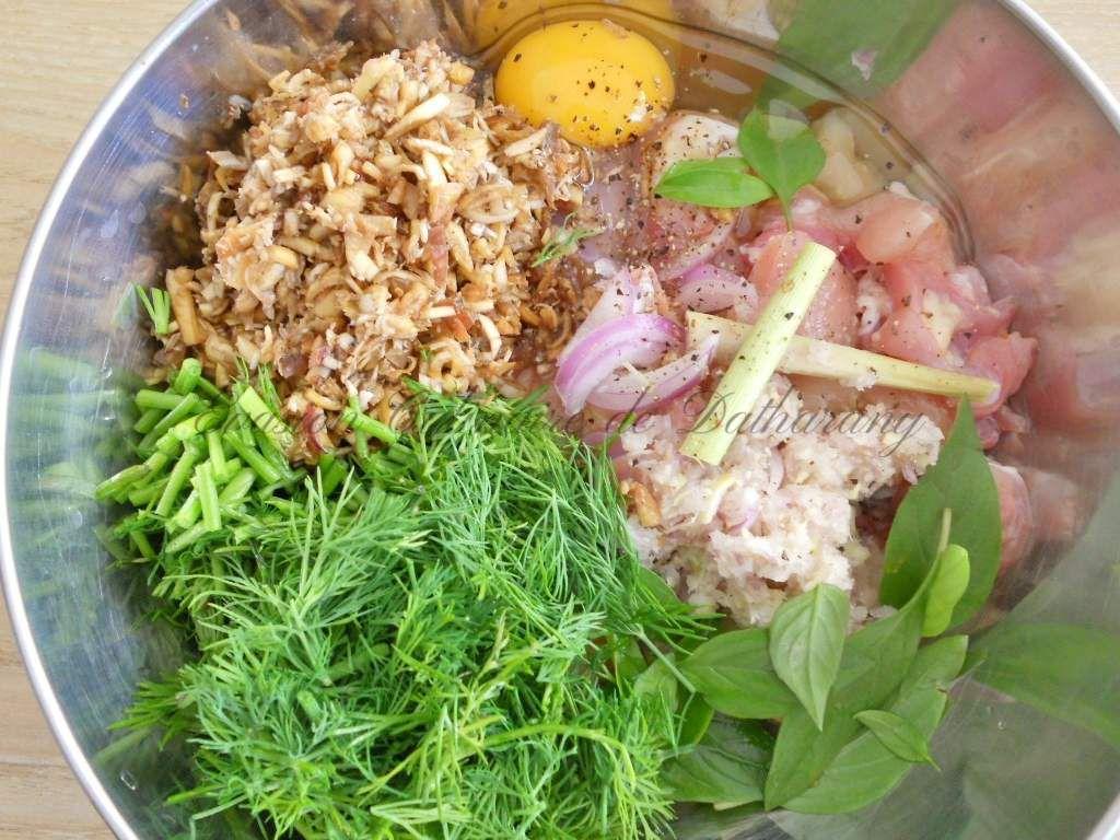 Mok Kaï (à base de poulet) et Mok Pa (à base de poisson)