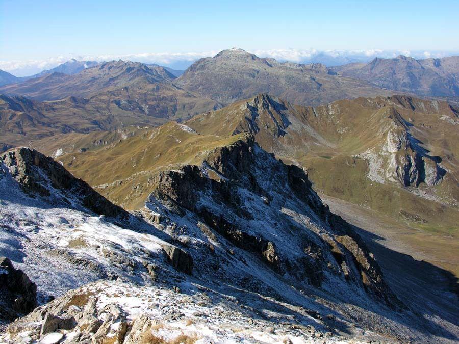 Vue sur l'itinéraire en crête jusqu'au Mont Coin