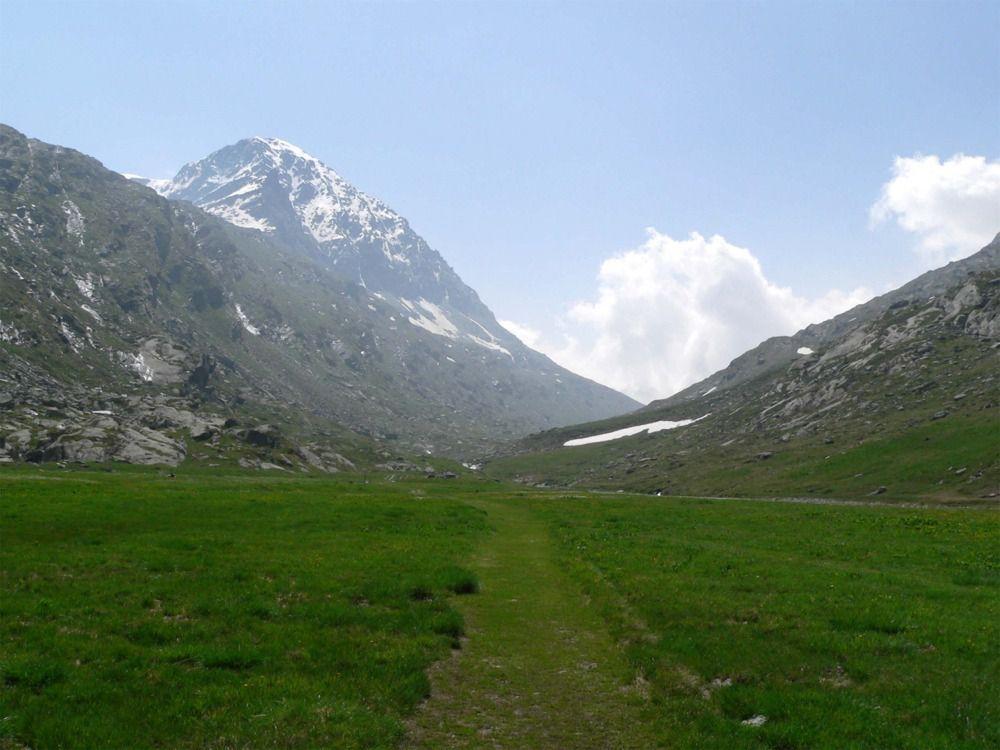 La traversée du vallon après les ruines