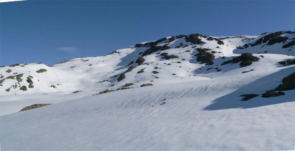 A gauche la combe de montée à la2ème croix-au milieu la traversée et la pointe- à droite la combe d'accès entre la Pointe de Foglietta et le Grand Soliet