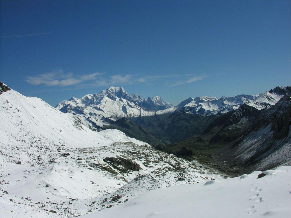 Vue arrière sur le Mont Blanc