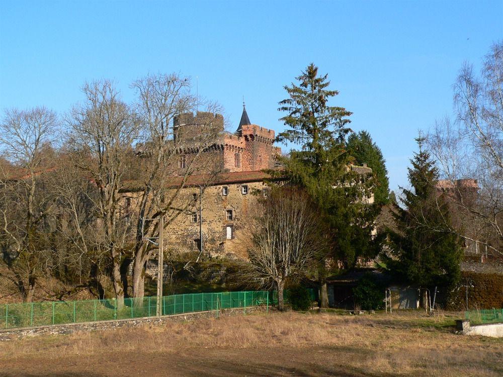 Château Dauphin à Pontgibaud