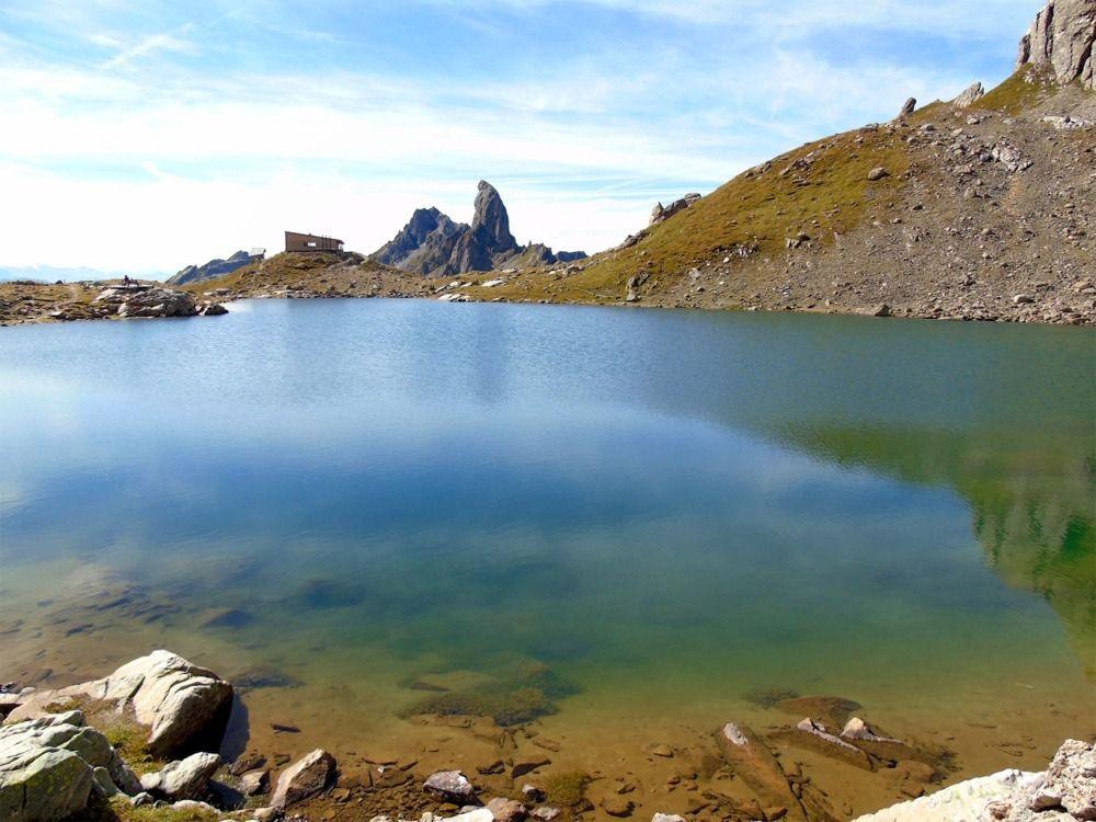Le lac et le refuge de Presset
