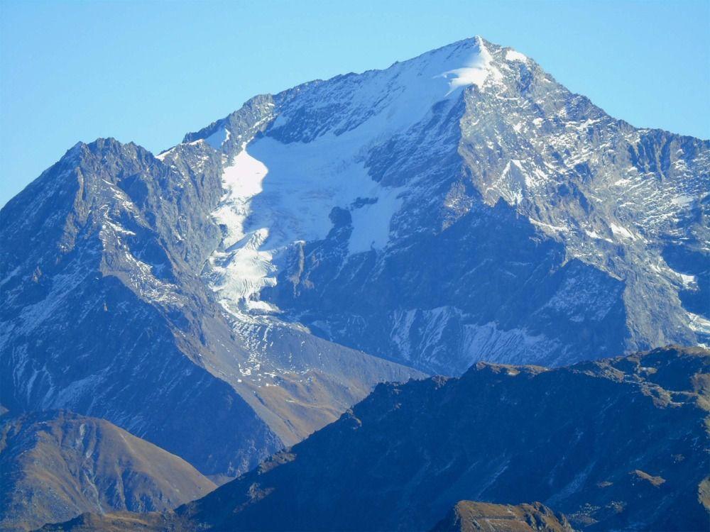 Quelques zooms vus du sommet bien connus....Allez cherchez un peu !