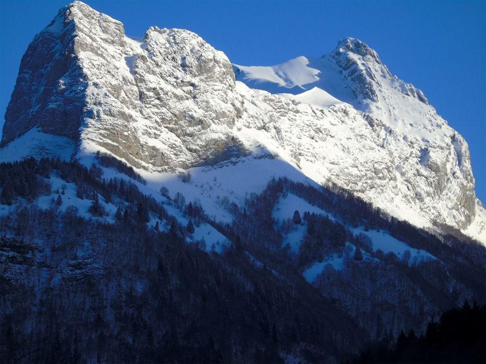 Par contre le Mont Trélod est déjà bien ensoleillé...