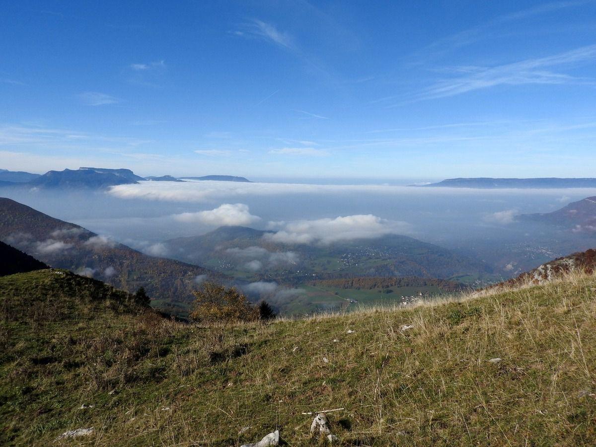 La vallée dans la brume