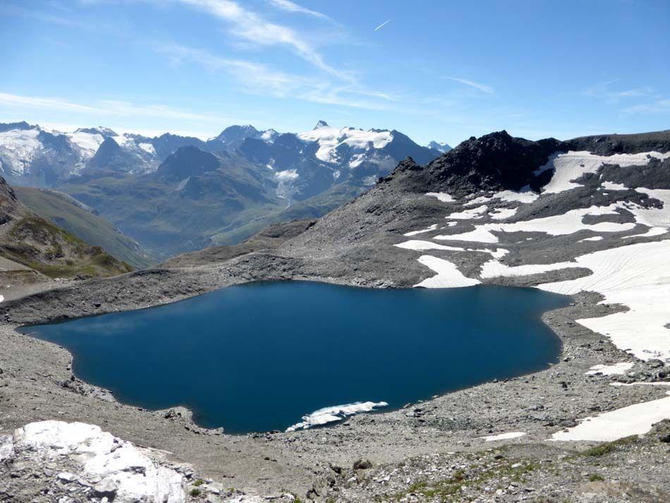 C'est l'Eté avec ses lacs, ses glaciers....