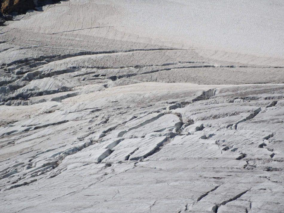 Le glacier de Saint Sorlin et le Pic dse l'Etendard et ses crevasses