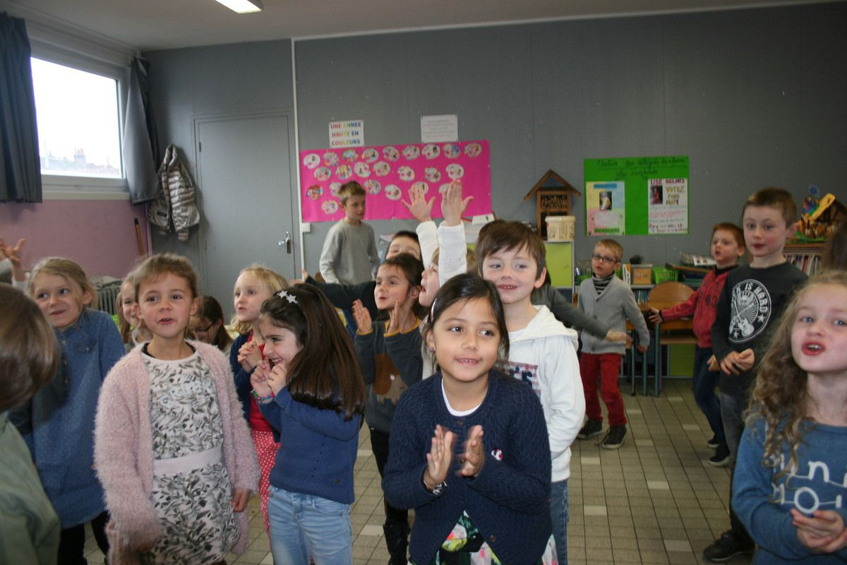 Contes et chants donnés par les collégiens pour les primaires