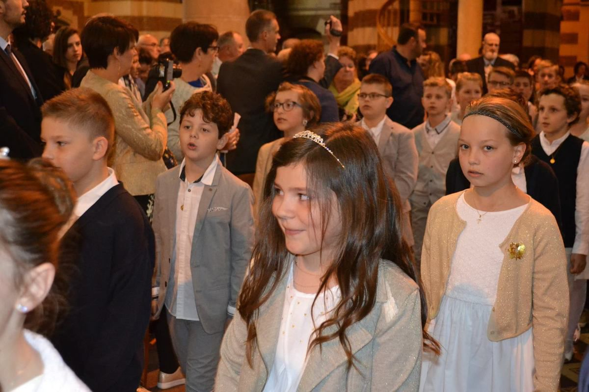Dimanche 14 mai : Premières communions à la Sainte Famille en l'église Saint Vaast