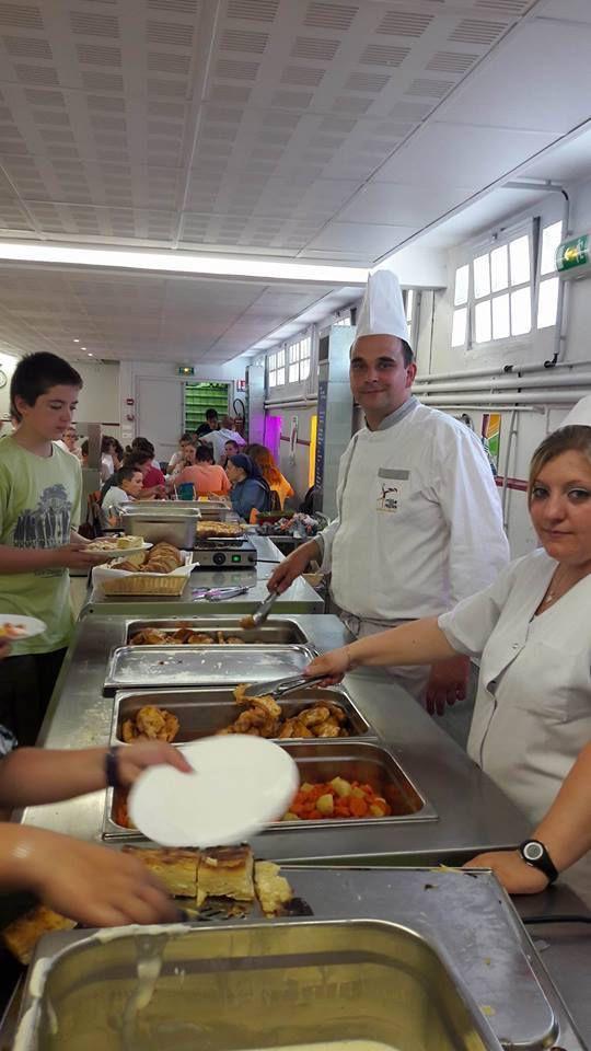 Jeudi 22, Accueil de Marc Meurin dans les cuisines de la Sainte-Famille