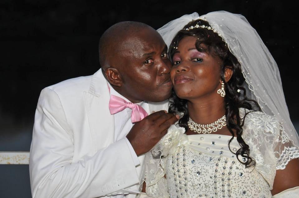 Christian TSOUMOU, notre confrère de la BBC/Reteurs s'est marié le week-end dernier à Dolisie devant le mairie Paul Adam Dibouilou. Félicitations et heureux mariage!!!