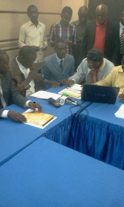 ©Dr Nzabana de la société signant la déclaration