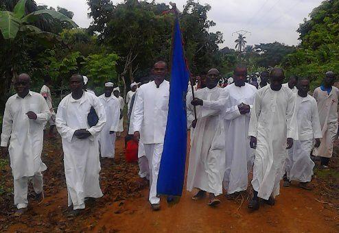 @Responsables de l'EUSEC et l'étendard de leur Eglise lors de l'enterrement