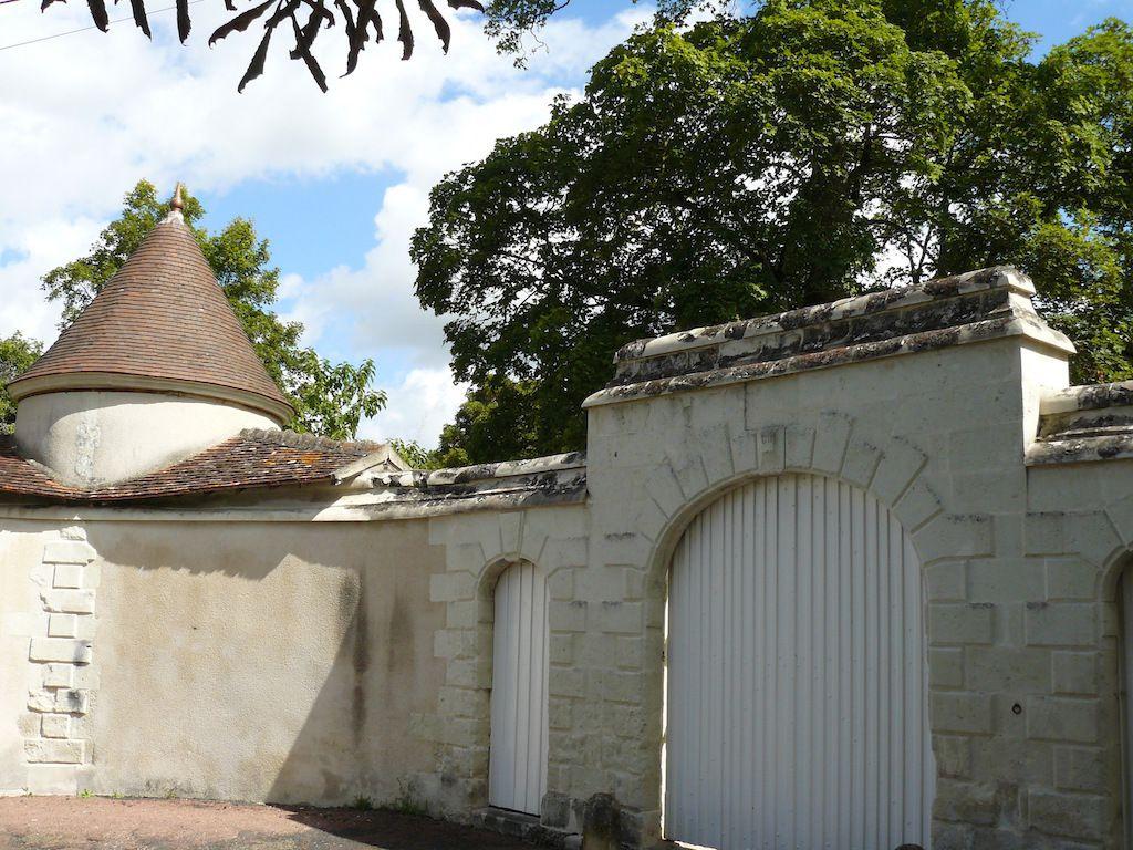Portail d'entrée de l'hôtel d'Harambure  à Preuilly (2014)