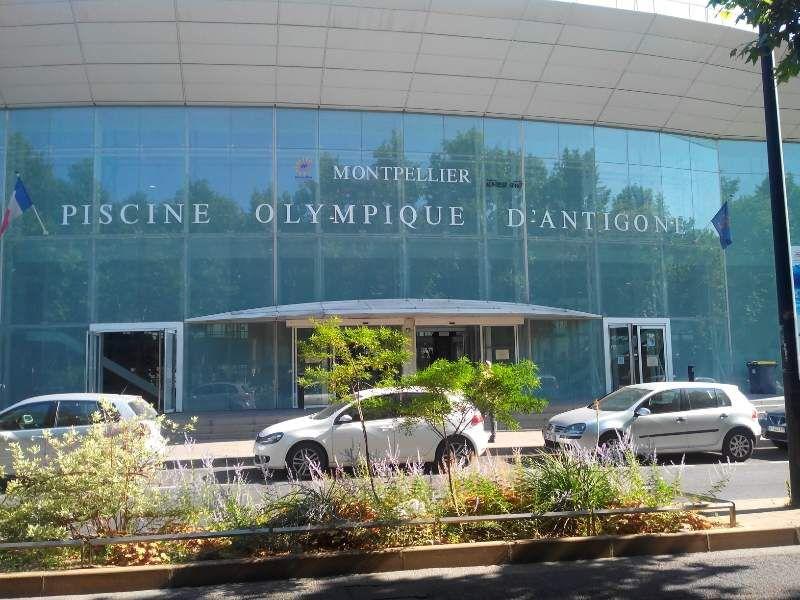 Découvrez dans l'Arc de triomphe de montpellier, l'esplanade avec vue sur l'hotel de région, 2 photos de la faculté de médecine, l'hotel de région, la corum, le lez par deux fois, la mairie, la piscine olympique ainsi que le Polygone