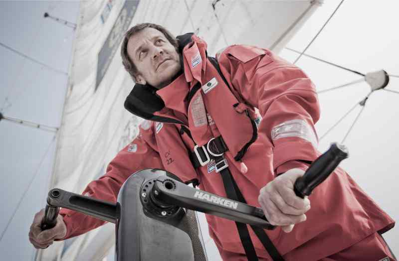 Olivier Cardin, aux manivelles du moulin à café sur son Clipper 70 (photo Clipper Race)