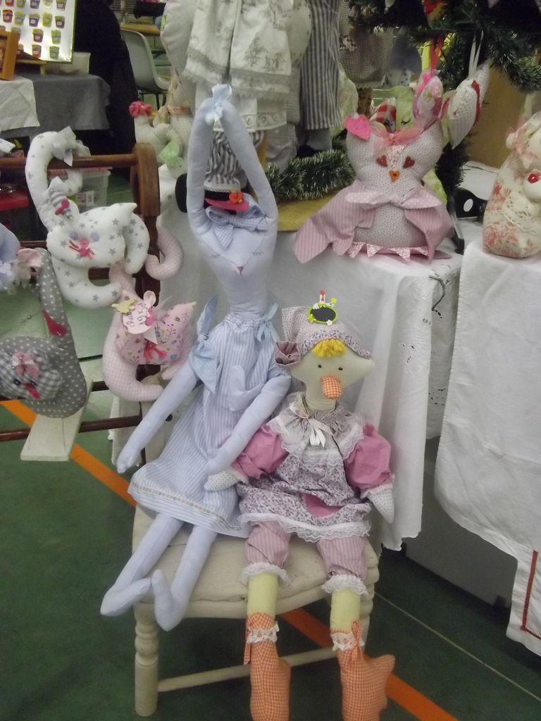 guirlandes de lapinoux  et range pyjama maman lapin ,l'oie gertrude,minette la chatte,l'ours celeste,les lapinoux,