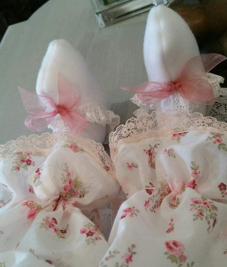 bottons en polaires blanc ourlés de dentelle froncée (dentelle du puy)et panty en un tres joli tissu !!!