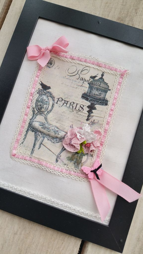 réalisées avec de jolies images ,j'imprime sur le tissu ,et apres ,dentelles ,rubans ,perles au gré de mon imagination