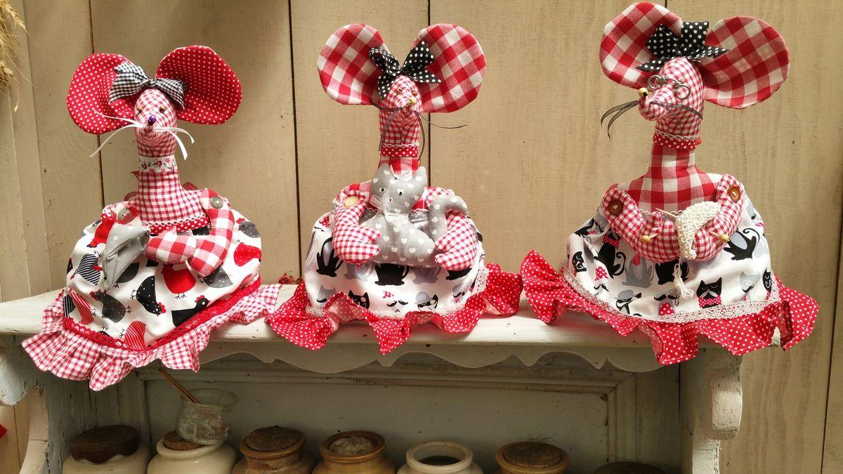 """meme jeanette a participé a la confection des souris!j'ai fais mes souris sur le modele des""""boudins de porte"""" mais,separée en cale porte <..ou pas !!!"""