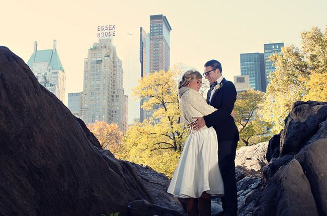http://greenweddingshoes.com/vintage-engagement-photos-in-new-york-city/