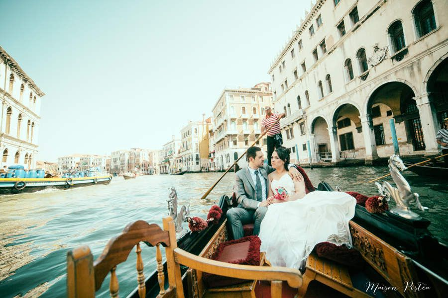 http://www.maisonpestea.com/blog/destination-wedding-j-j-mariage-a-venise-elopement-in-venice/