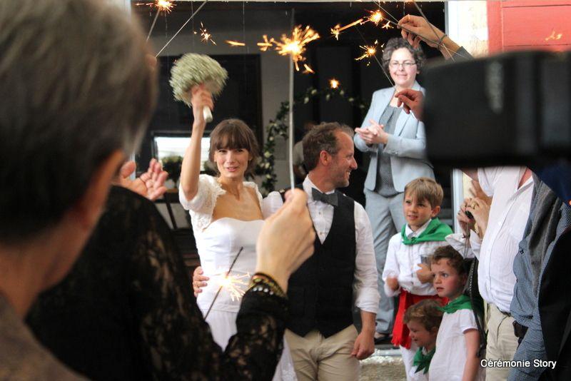 Yann et Camille, une cérémonie rythmée par un chœur basque et l'authenticité au cœur…