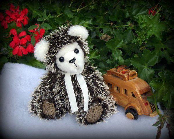 ours miniature / artist bear miniature