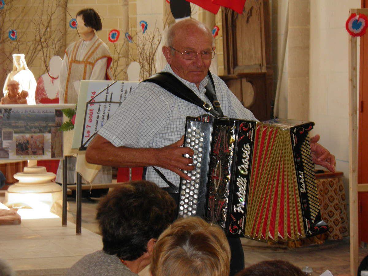 Raymond et son accordéon.