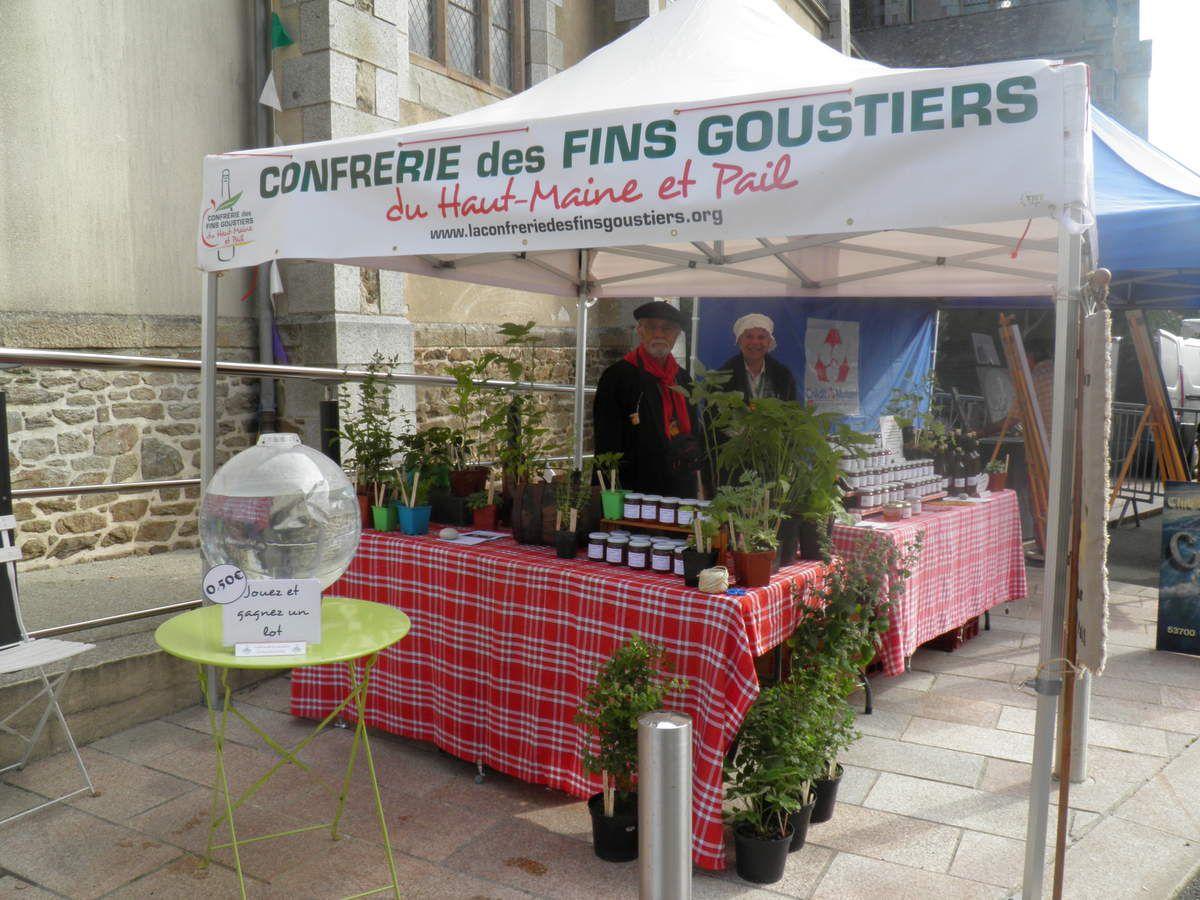 Le stand de la Confrérie des Fins Goustiers.