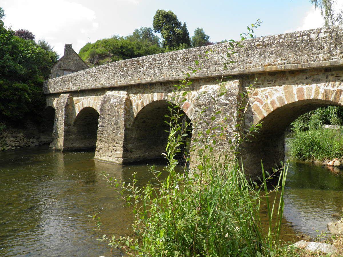 Le pont sur la Sarthe à Saint-Céneri-le-Gérei
