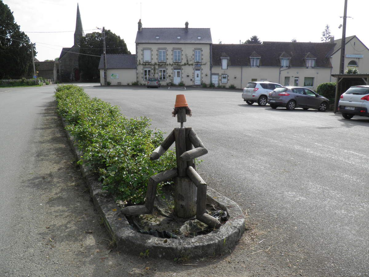 La place du village de Boulay-les-Ifs.