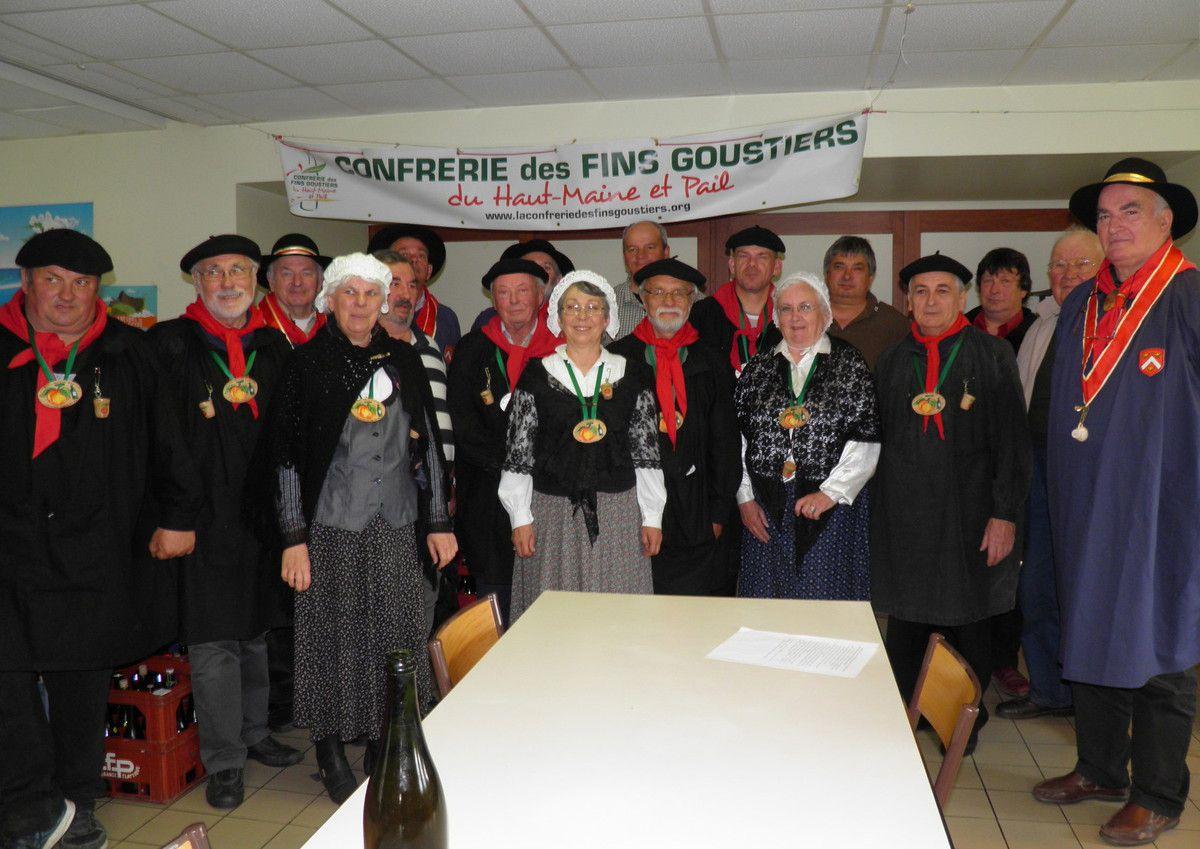 Photo de groupe de tous les dégustateurs (merci à Michèle Abreuveux qui l'a prise pour nous).