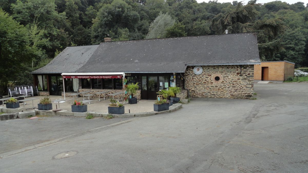 "Le restaurant : ""Le Moulin de Coupeau""."