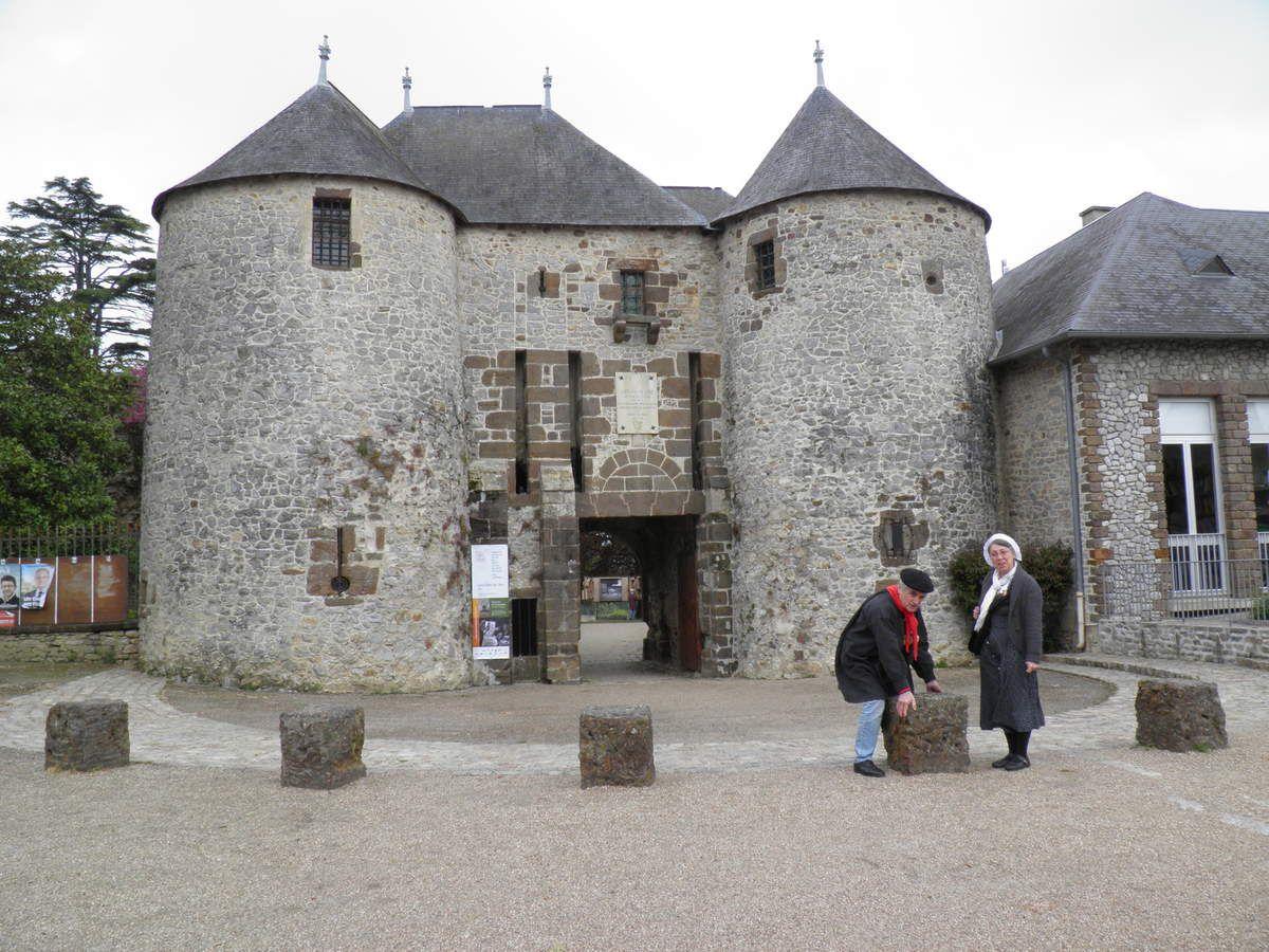 La « porte du château» (avant que Michel ne jette la grosse pierre dessus...).