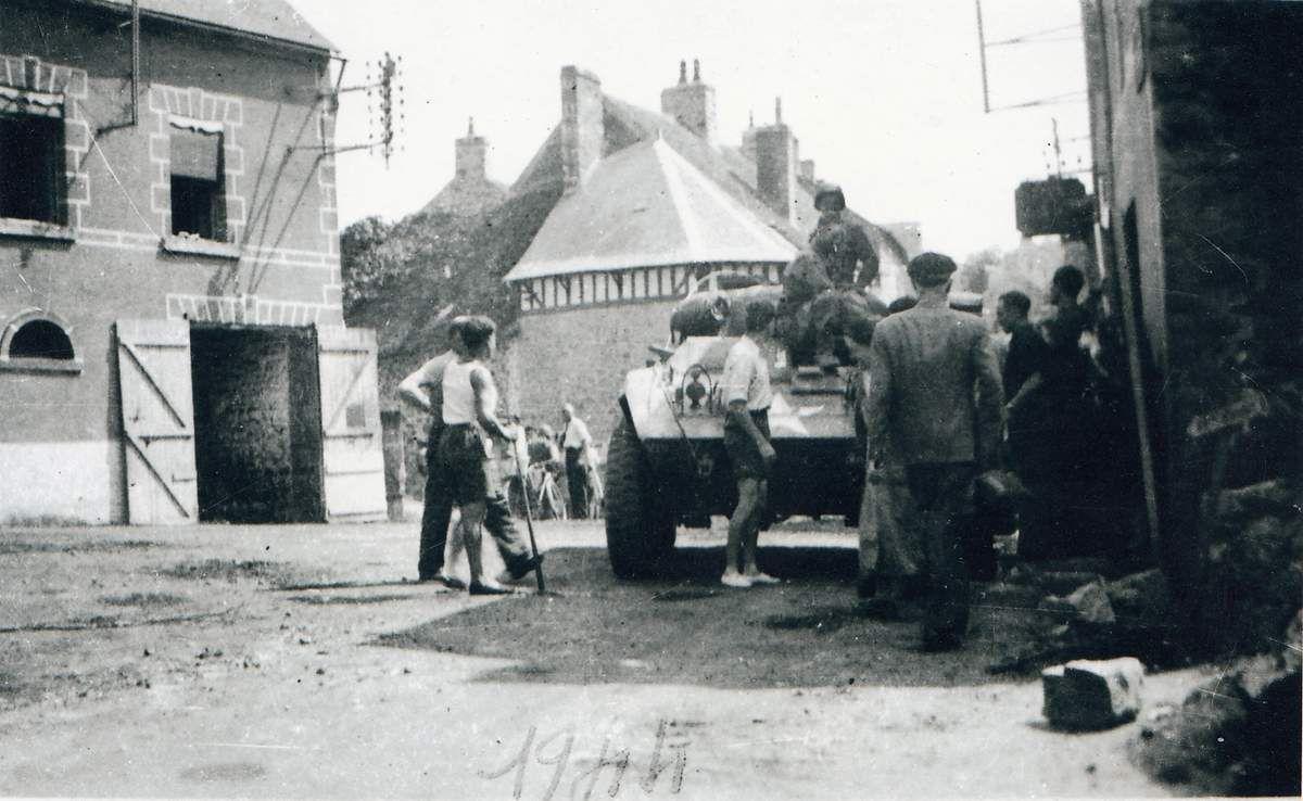 Soldats américains et Girois participent aux travaux.