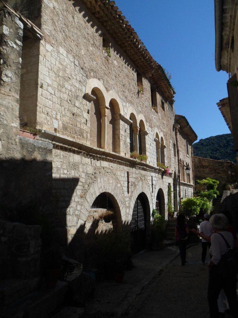 Saint Guilhem Le Désert  : merveille de l' art Roman